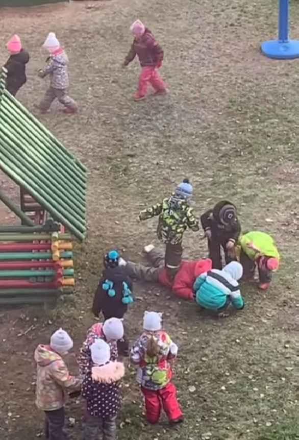 Избивают ребенка